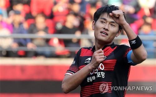 Tiền đạo Yang Dong-hyeon của Pohang Steelers ghi đến 14 bàn tại K.League là thử thách lớn cho U22 Việt Nam.