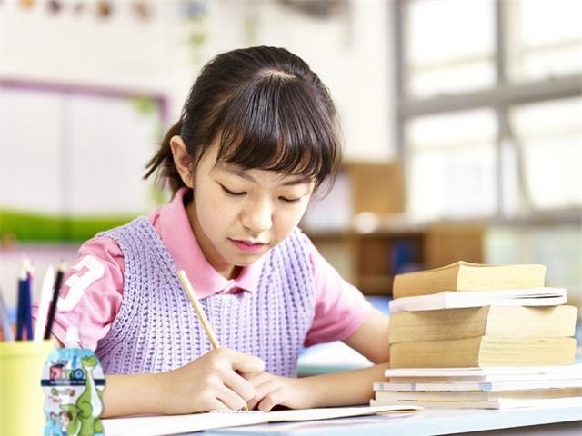 """4 """"điểm tựa"""" giúp bé… tập trung học - Ảnh 1."""