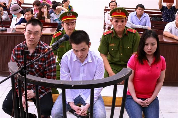 """Mẹ nữ sinh bị tạt axit ở Sài Gòn bật khóc: """"Quyên làm con tôi ra nông nỗi này mà còn chối tội"""" - Ảnh 1."""