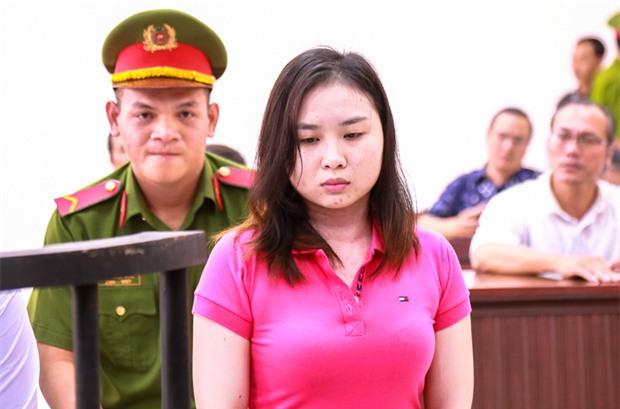 """Mẹ nữ sinh bị tạt axit ở Sài Gòn bật khóc: """"Quyên làm con tôi ra nông nỗi này mà còn chối tội"""" - Ảnh 4."""