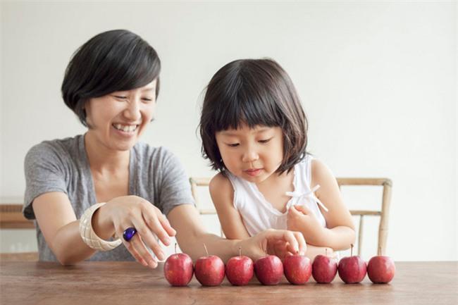Để con chuyển từ mẫu giáo lên lớp 1 không bị hẫng, ngay bây giờ cha mẹ phải làm những việc sau - Ảnh 2.