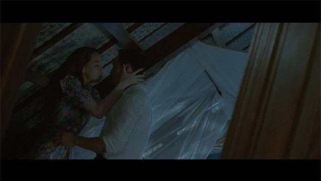 Nín thở với loạt nụ hôn, cảnh nóng của Hồ Ngọc Hà và Kim Lý trong MV Cả một trời thương nhớ - Ảnh 2.