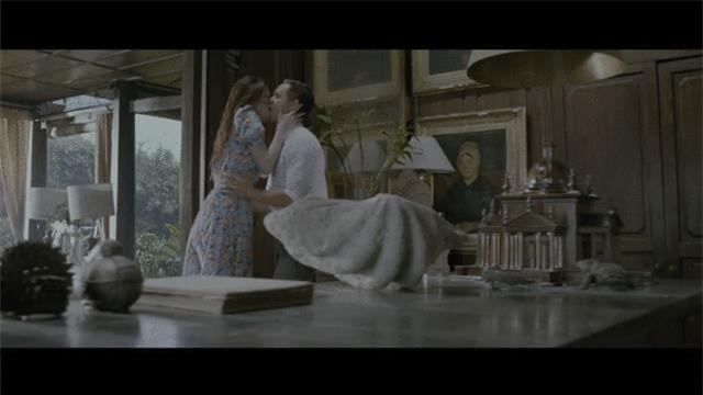 Nín thở với loạt nụ hôn, cảnh nóng của Hồ Ngọc Hà và Kim Lý trong MV Cả một trời thương nhớ - Ảnh 3.