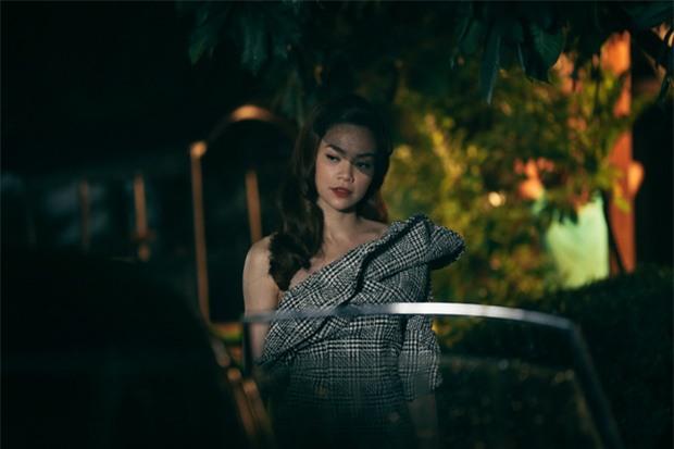 Nín thở với loạt nụ hôn, cảnh nóng của Hồ Ngọc Hà và Kim Lý trong MV Cả một trời thương nhớ - Ảnh 6.