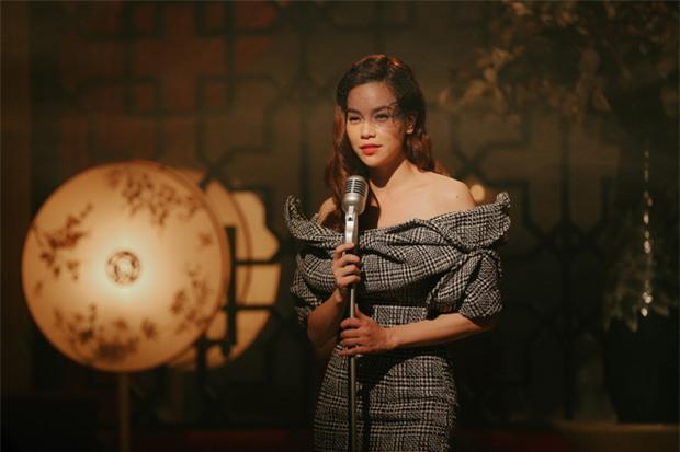 Nín thở với loạt nụ hôn, cảnh nóng của Hồ Ngọc Hà và Kim Lý trong MV Cả một trời thương nhớ - Ảnh 8.