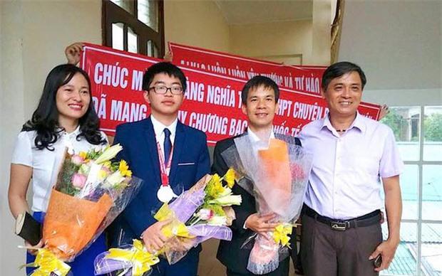 Nhìn trường nhà người ta đây, cả 4 học sinh đi thi Olympic Quốc tế đều đạt HCV - HCB! - Ảnh 1.