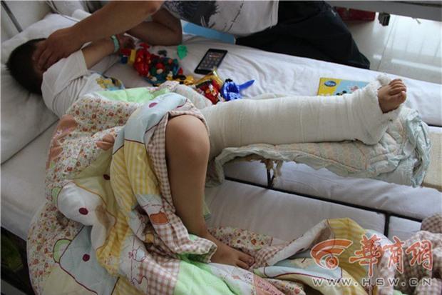 Người đàn ông đâm phải bé trai 5 tuổi, giả vờ đưa đi điều trị nhưng nhẫn tâm vứt em vào thùng rác - Ảnh 4.