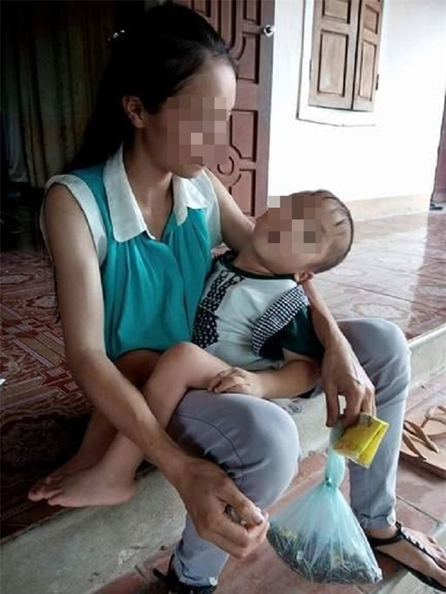 Bị người yêu bỏ khi mang thai, cô gái nuốt nước mắt làm mẹ đơn thân, nuôi con tàn tật - Ảnh 1.