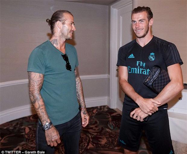 Beckham gặp lại đồng đội cũ giữa tin đồn li dị Victoria - Ảnh 2.