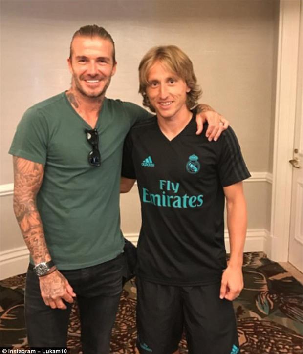 Beckham gặp lại đồng đội cũ giữa tin đồn li dị Victoria - Ảnh 3.