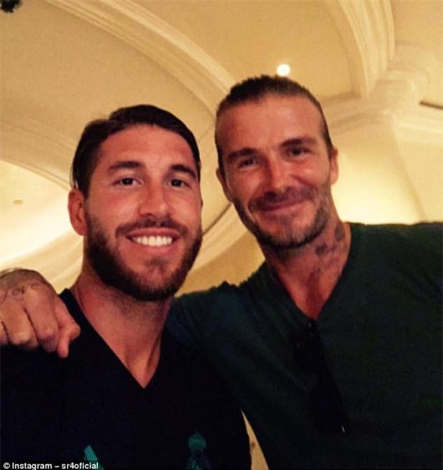 Beckham gặp lại đồng đội cũ giữa tin đồn li dị Victoria - Ảnh 4.