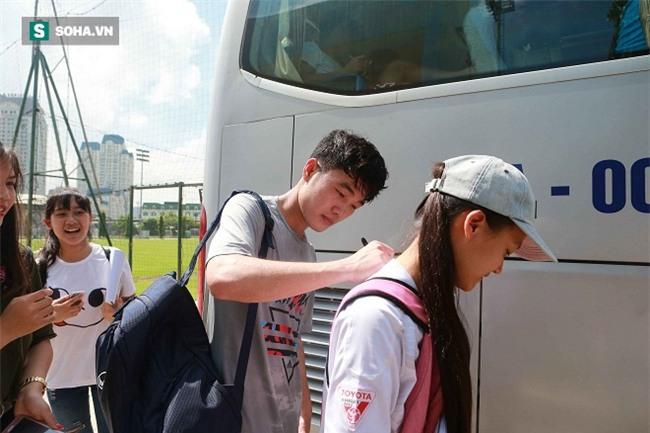 Nhóm fan nữ đi hàng chục km săn đón Công Phượng, Tuấn Anh, Xuân Trường - Ảnh 9.