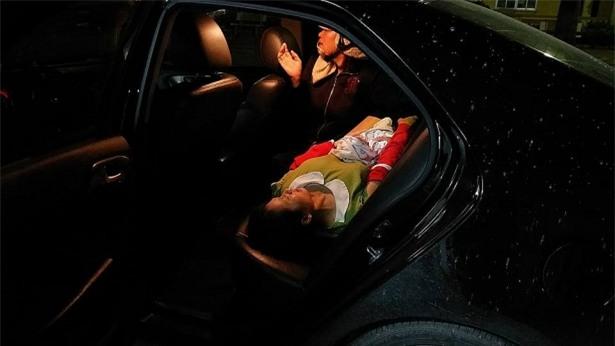 Tiếng kêu thất thanh trong đêm và hành động đầy tình người của tài xế ô tô - Ảnh 4.