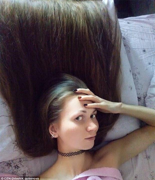 Nhận lời thách thức từ một người bạn, cô gái xinh đẹp quyết tâm không cắt tóc trong suốt 14 năm - Ảnh 3.
