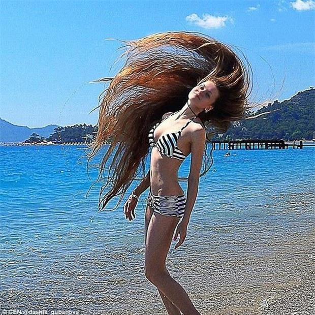 Nhận lời thách thức từ một người bạn, cô gái xinh đẹp quyết tâm không cắt tóc trong suốt 14 năm - Ảnh 4.