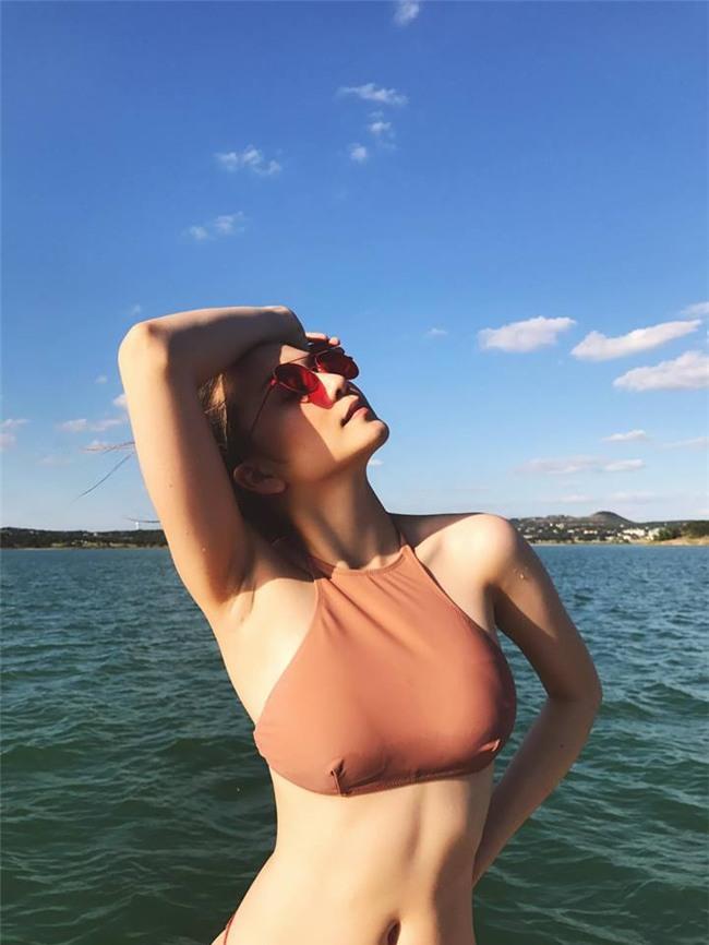 thieu bao trang mac bikini, tao dang bao chang kem gi ngoc trinh hinh anh 4