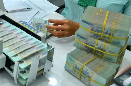ngân hàng tuyển dụng, nhân viên ngân hàng, sếp ngân hàng, lương ngân hàng, lãnh đạo ngân hàng, thưởng ngân hàng