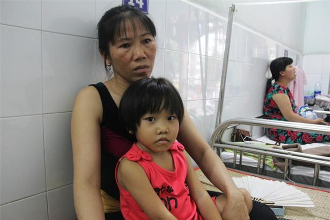 Mong ước của bé gái 5 tuổi mắc bệnh ung thư xương: Con nhớ mẹ lắm, mẹ ở đâu mau về với con - Ảnh 5.