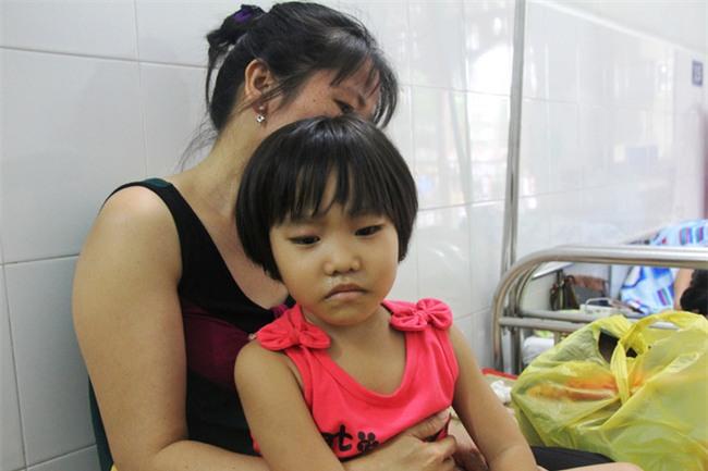 Mong ước của bé gái 5 tuổi mắc bệnh ung thư xương: Con nhớ mẹ lắm, mẹ ở đâu mau về với con - Ảnh 6.