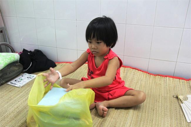 Mong ước của bé gái 5 tuổi mắc bệnh ung thư xương: Con nhớ mẹ lắm, mẹ ở đâu mau về với con - Ảnh 7.