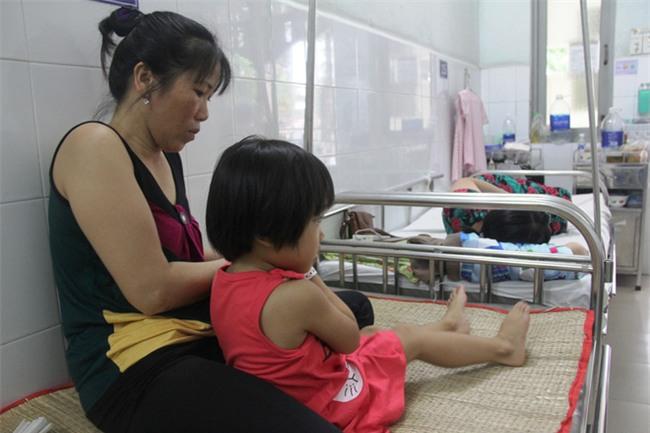 Mong ước của bé gái 5 tuổi mắc bệnh ung thư xương: Con nhớ mẹ lắm, mẹ ở đâu mau về với con - Ảnh 10.