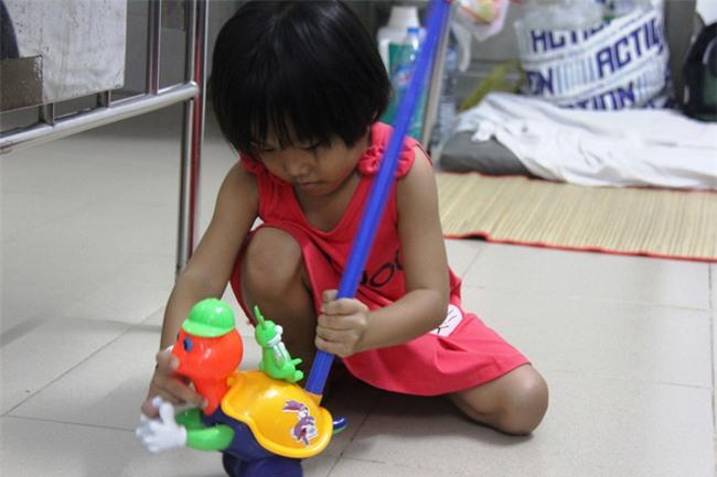 Mong ước của bé gái 5 tuổi mắc bệnh ung thư xương: Con nhớ mẹ lắm, mẹ ở đâu mau về với con - Ảnh 8.