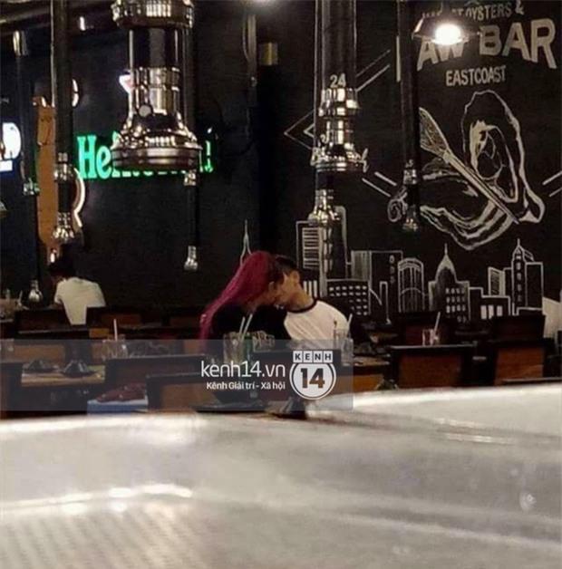 Lộ ảnh Khởi My và Kelvin Khánh khóa môi say đắm ngay ở quán ăn - Ảnh 1.