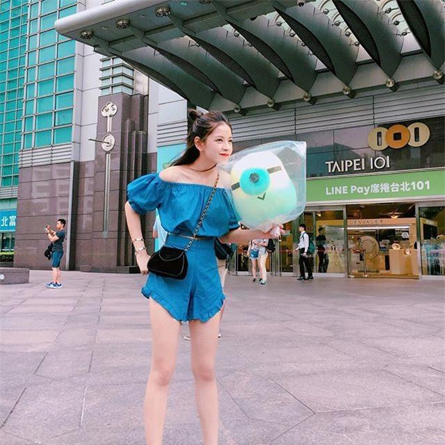 Street style sao Việt tuần này: Ấn tượng nhất là màn đọ chân thon dài siêu nuột của Ngọc Trinh và Kỳ Duyên - Ảnh 17.