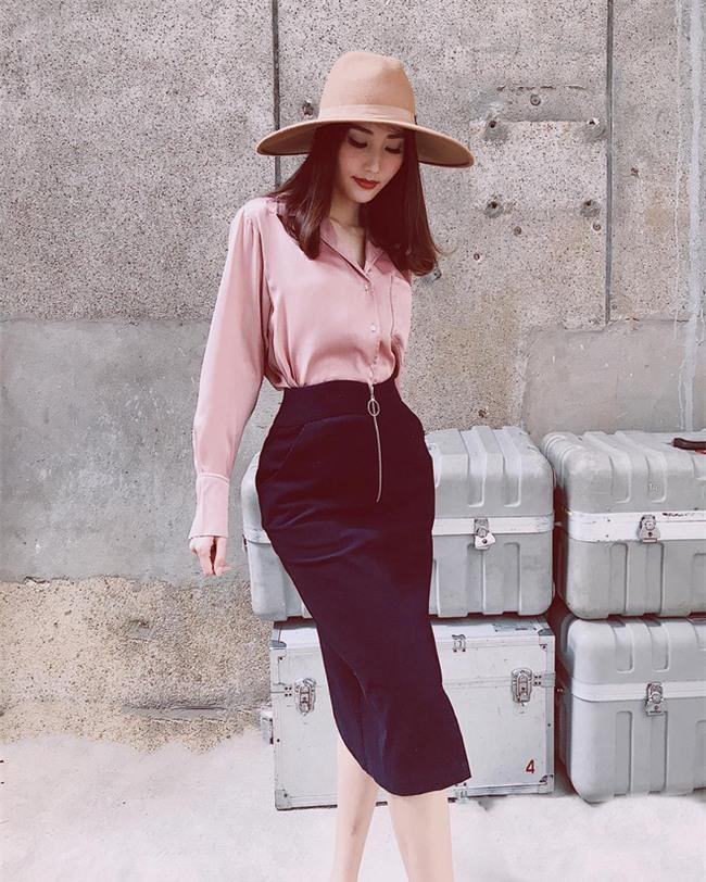 Street style sao Việt tuần này: Ấn tượng nhất là màn đọ chân thon dài siêu nuột của Ngọc Trinh và Kỳ Duyên - Ảnh 18.
