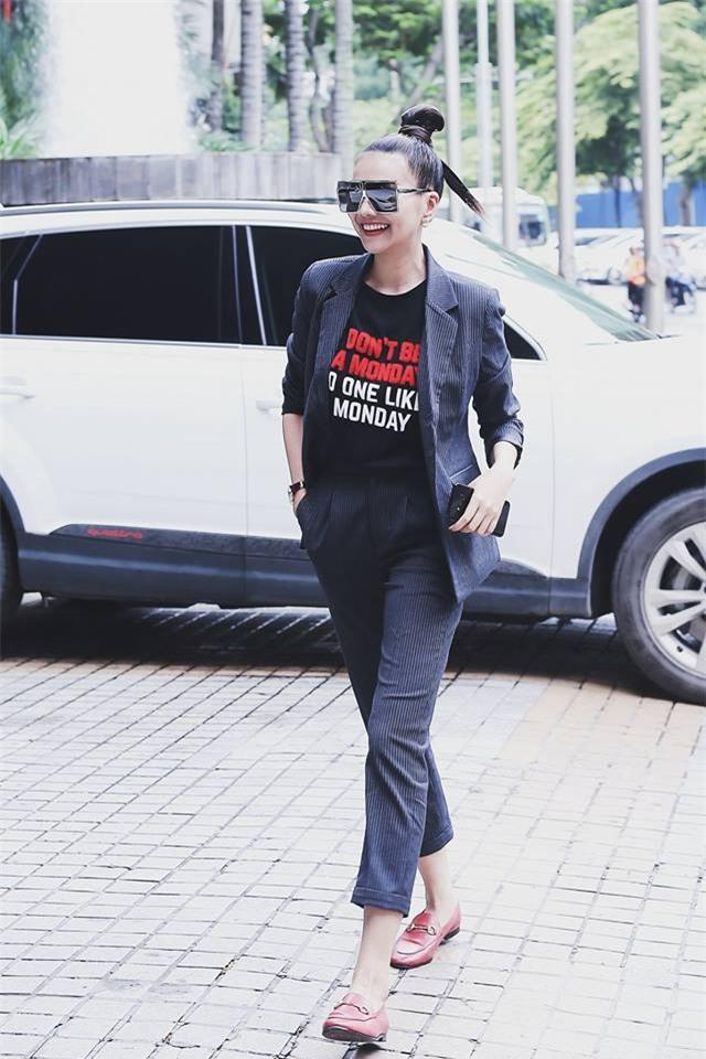 Street style sao Việt tuần này: Ấn tượng nhất là màn đọ chân thon dài siêu nuột của Ngọc Trinh và Kỳ Duyên - Ảnh 3.