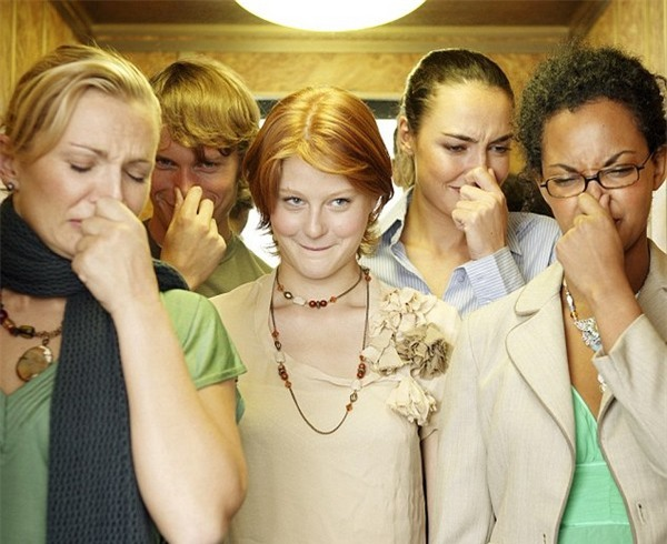 Mùi hôi có thể khiến nhiều người mất tự tin, dù bản thân họ không thể phát hiện ra