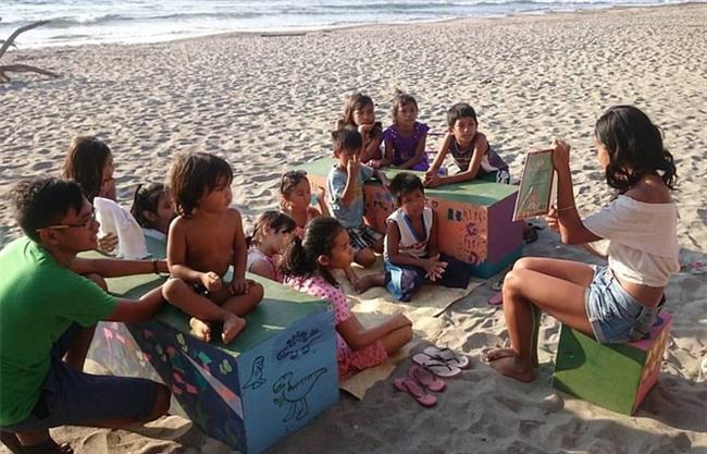 Biến biển cả thành lớp học - gia đình Philippines khiến mọi người kinh ngạc về cách dạy con của mình - Ảnh 7.
