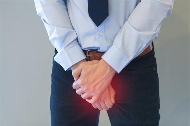 Đàn ông mắc phải bệnh lý này trong vòng 6 tiếng không đến bác sĩ sẽ nguy hiểm - Ảnh 1.