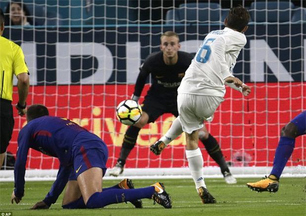 Messi nổ súng giúp Barca đả bại Real trên đất Mỹ - Ảnh 7.