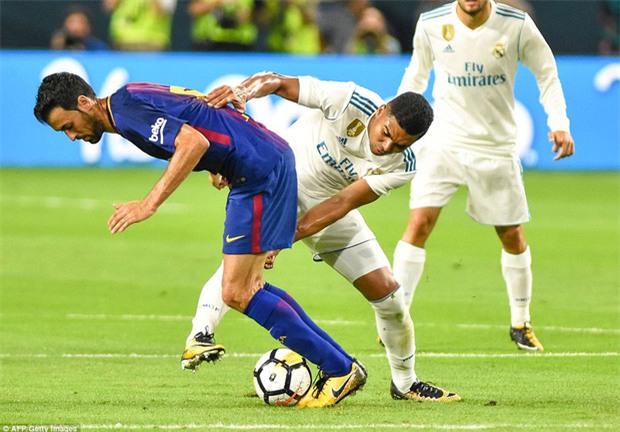 Messi nổ súng giúp Barca đả bại Real trên đất Mỹ - Ảnh 11.
