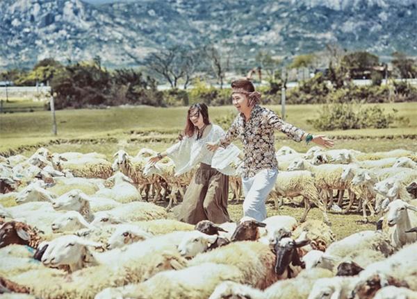 Điểm danh dâu rể Việt nổi tiếng vì trèo đèo lội suối xuyên Việt, chi bạc tỷ cho ảnh cưới - Ảnh 28.