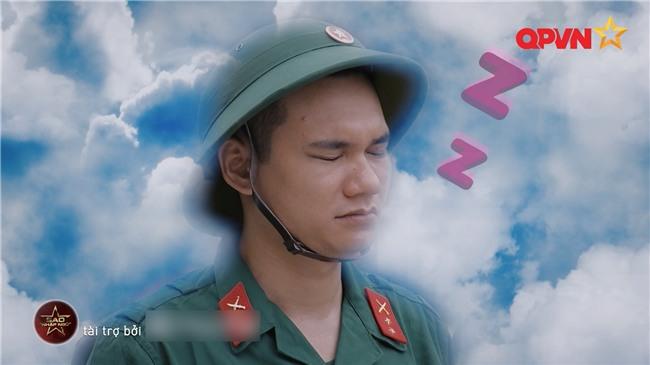 'Chết cười' khi xem Khắc Việt đuổi bắt trộm trong quân ngũ-1