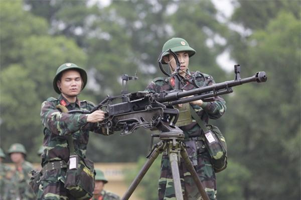 'Chết cười' khi xem Khắc Việt đuổi bắt trộm trong quân ngũ-4