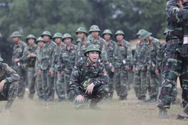 'Chết cười' khi xem Khắc Việt đuổi bắt trộm trong quân ngũ-5