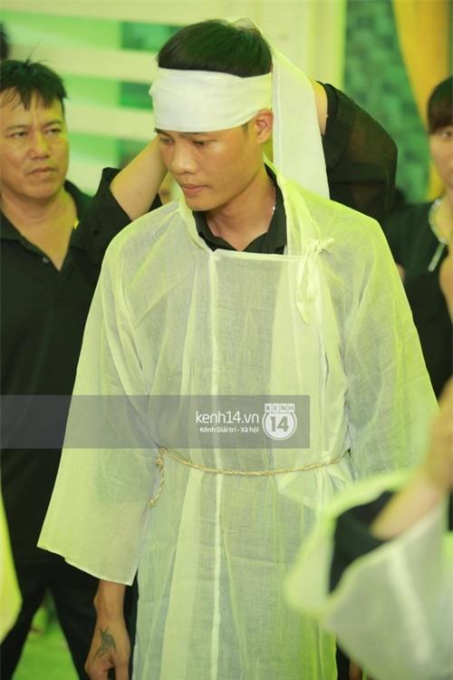 Phạm Hương liên tục khóc nấc, gương mặt tiều tuỵ trông thấy khi lo hậu sự cho bố - Ảnh 19.