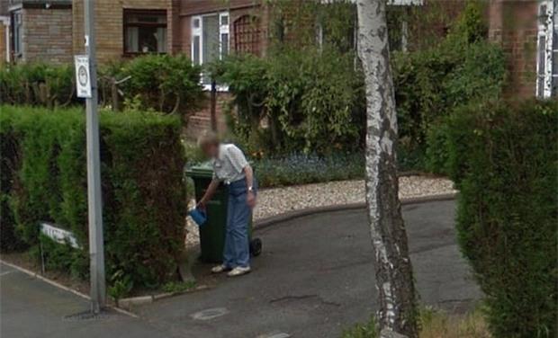 Cô gái nhìn thấy người mẹ đã mất của mình đang tưới cây trong vườn qua Google Earth - Ảnh 3.