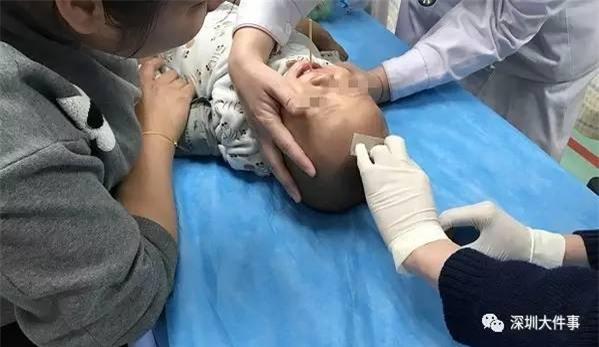 Bất cẩn đưa xúc xích xiên que cho con trai 1 tuổi, người mẹ nhận cái kết không ngờ - Ảnh 3.