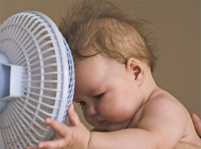 Cảnh báo: Hiện tượng nguy hiểm trẻ có thể gặp phải trong ngày nắng nóng đỉnh điểm - Ảnh 1.