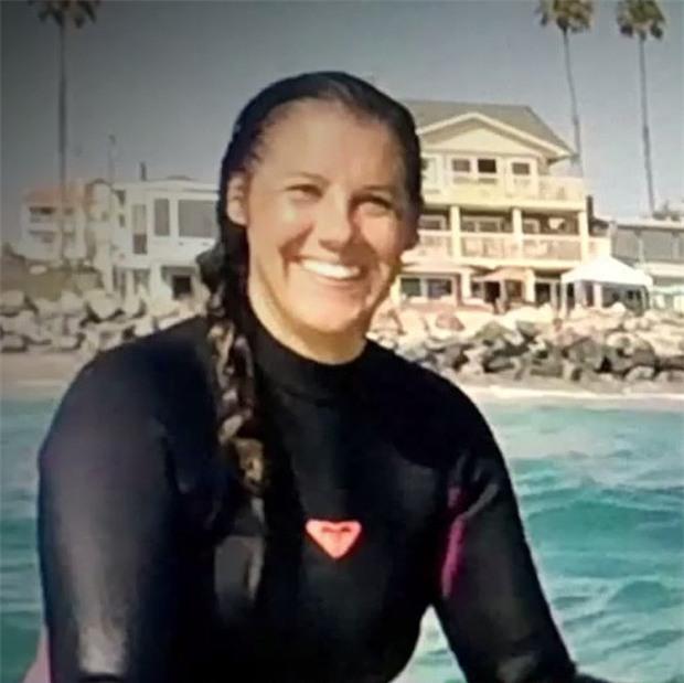 Trong giây phút sinh tử, cô gái dũng cảm tự cứu sống mình nhờ nhanh trí chọc tay vào mắt cá mập - Ảnh 1.