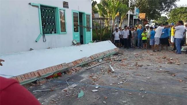 Hiện trường vụ sập ban công nhà cấp bốn, 3 người tử vong - 7