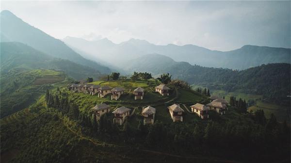 2 resort có bể bơi vô cực với view đụng núi đẹp ngất ngây, cách Hà Nội chỉ 1 đêm đi tàu - Ảnh 1.