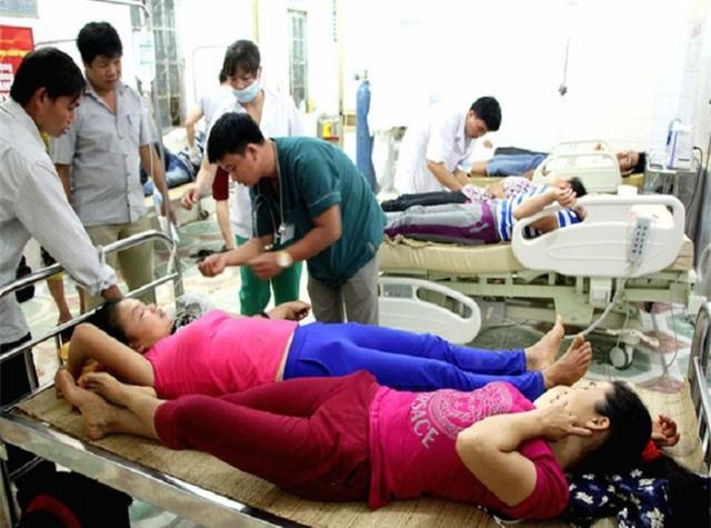10 người dân xã Cắm Muộn đang điều trị tại bệnh viện.
