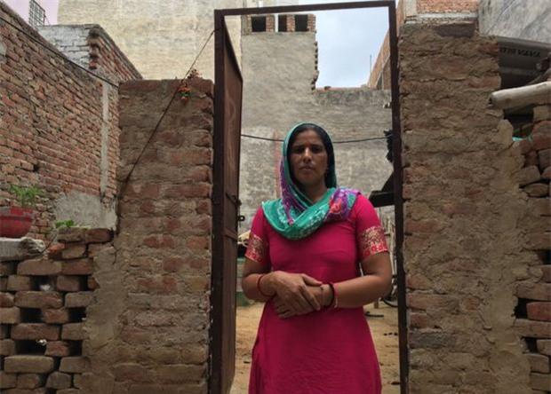 Ấn Độ: Hơn 50 phụ nữ hoảng sợ khi bị thôi miên rồi cắt tóc đầy bí ẩn - Ảnh 2.