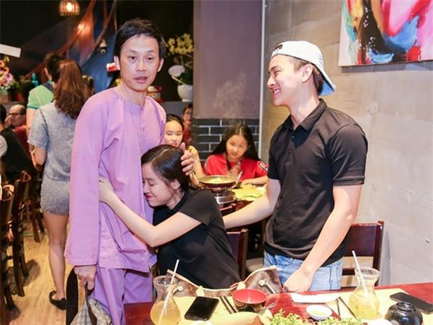 Hoài Linh thân thiết với bạn gái Hoài Lâm dù từng một mực phản đối đám cưới - Ảnh 2.