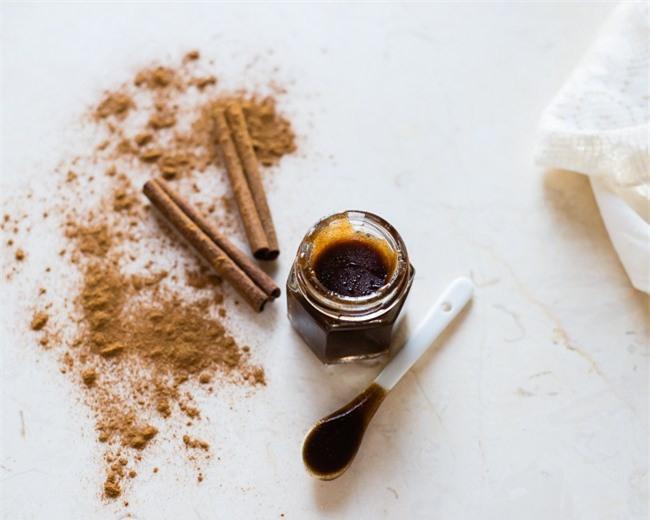 Gel tẩy da chết cay xè này sẽ khiến môi bạn hết sạch thâm, trở nên căng bóng chỉ sau vài lần sử dụng - Ảnh 2.